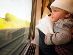 bebe-voyage-en-train